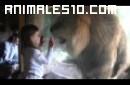 Ataque frustado de leon a niña
